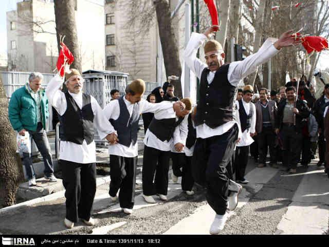 ایران یک کشور پهناور است که از اقوام مختلفی تشکیل شده و این اقوام به همراه یکدیگر، ملیت «ایرانی» را می سازند. نبود هر یک از این اقوام یعنی نبود ایران! برای اتحاد میان ایرانیان، به پا خیزیم!
