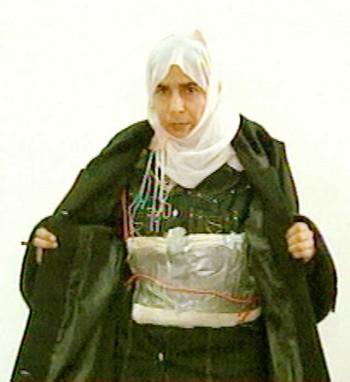 ساجده الرشادی Sajida al-Rishawi، زن بمب گذاری که در انفجار بمب در یکی از هتل های اردن نا کام ماند و اکنون در انتظار مرگ به سر می برد . داعش می خواست با آزاد شدن این تروریس پیر از کشتن دومین گروگان ژاپونی و خلبان جوان اردنی خود داری کند.