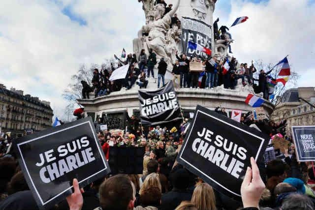 مردم فرانسه برای دفاع از سکولاریسم و آزادی بیان، به خیابان ها آمده و اقدام تروریستی مسلمانان راستین را، محکوم کردند.
