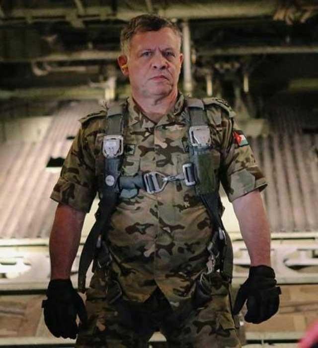 ملک عبدالله پس از دریافت فاجعه پرپر شدن معاذالکسیبه خلبان جوان، با همه توان و قدرت نظامی آماده نبرد با آدمخواران داعش می شود و سوگند یاد می کند تا انتقام خون خلبان اردنی را بگیرد.