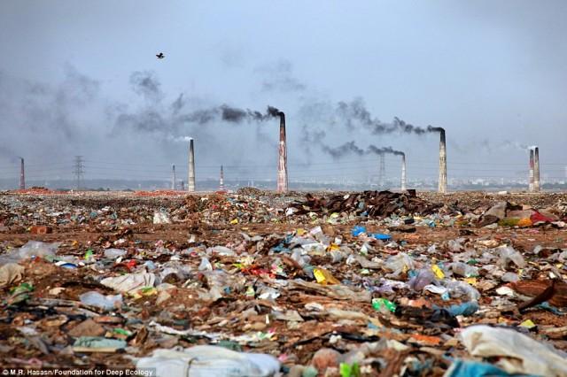 پخش آشغال و زباله ها در بنگلادش