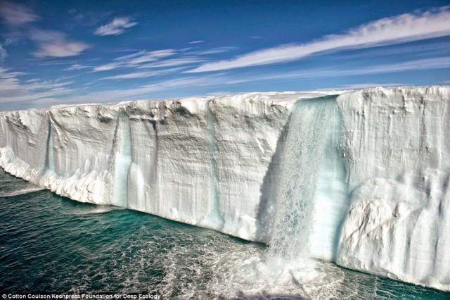 در منطقه آرکتیک و انتارکتیک در نروژ به دلیل افزایش گرما یخها در حال ذوب شدنند، سطح اقیانوسها بالا آمده و دمای طبیعت افزایش می یابد.