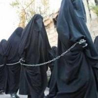 دختران زیبا و خوش اندام دست چین شده ایزدی آماده حراج در شهر رققای سوریه به حراج گذاشته شدند.