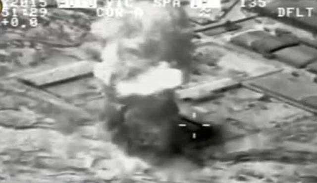 بمباران مواضع داعش در شهر رمادی نه تنها مانع اشغال شهر و تصرف آن به وسیله آنان نشد، بلکه موجب فرار سربازن عراقی و پیشرفت بیشتر آدمکشان داعش گردید.