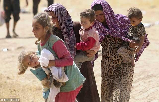 دختران ایزدی که ۲۰۰ تن آنان در ماه ژون June سال گذشته دستگیر و پس از دست به دست شدن به وسیله افراد داعش در شهر رققای سوریه Raqqa به حراج گذاشته شدند.