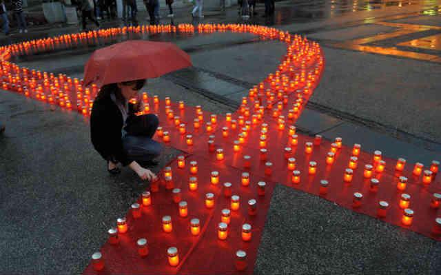 ویروس HIV سالانه میلیون ها نفر را از پای در می آورد! اما امید آدمی از هر ویروس و بیماری، قوی تر است!