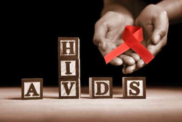 بیماری ایدز به معنای پایان راه نیست، با مبتلایان به این بیماری، درست و انسانی برخورد کنیم.