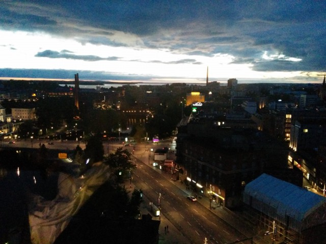 تصویری از شهر زیبای تمپر در شب