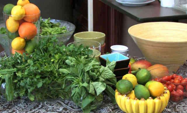 برای پیشگیری از سرطان باید به خوراک های گیاهی و طبیعی روی آورد، گیاه های تازه حاوی ترکیب های حیاتی برای مقابله و پیشگیری از بیماری هایی از جمله سرطان هستند.