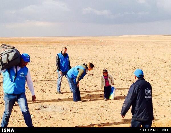 فرتور یک کودک سوری را نشان می دهد که چندید کیلومتر پیاده روی کرده است تا به مرز اردن برسد! براستی سیاستهای اشتباه قدرتهای جهانی و منطقه ای چه بر روزگار مردم سوریه آورد؟
