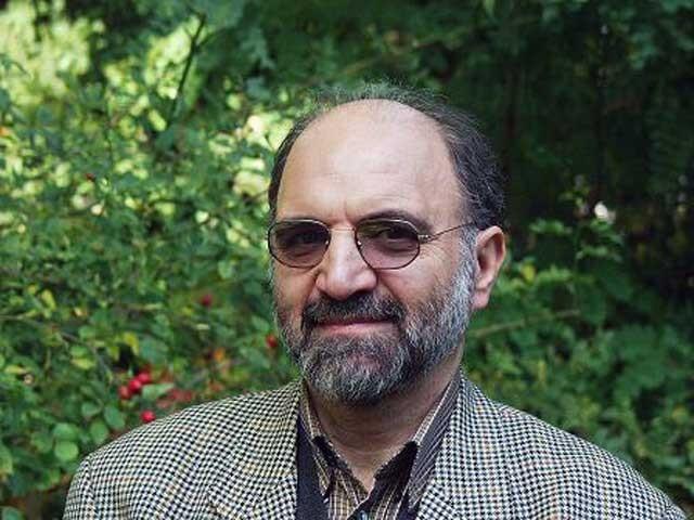 فرتور عبدالکریمحاج لباف معروف بهسروش را نشان می دهد. این نخستین ابله باسوادی است که دانشگاههای ایران را به لجن کشایند و مشتی اوباش، فرإت طلب و چاله میدانی را وارد فرهنگ عالی و دانشگاههای ایران نمود.