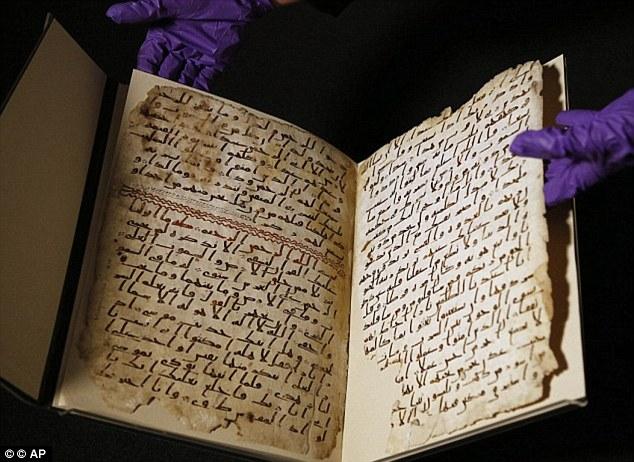 برگهایی از قرآن که کارشناسان دانشگاه آکسفورد با پژوهش بر روی کربنی که در نوشتن آن به کار رفته، آنرا قدیمی ترین قرآنی می دانند که بر روی پوست نوشته شده (پیش از زمان پیامبر اسلام)