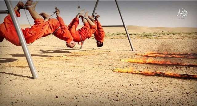 چهار رشته آتش در مسیرهای آلوده به بنزین به سمت این چهار قربانی اسیر آدم کشان در حال حرکت است.