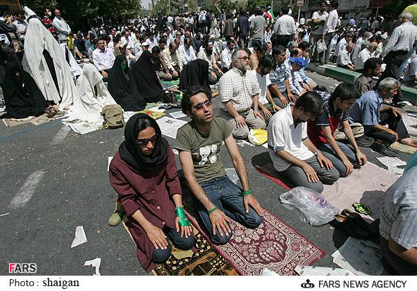 گیریم  که 1400 سال پیش هم اعراب با زور و شمشیر مردم ایران را مسلمان کرده اند. بعدش چه شد؟   این 1400 سال گذشته مگر اعراب ما را به مسلمانی مجبور کردند؟ هرگز!  آیا وقت آن نیست که از خواب 1400 ساله برخیزیم و اسلام را به زباله دان بفرستیم؟