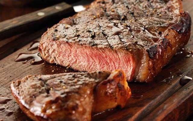 بدن انسان گوشت قرمز را به عنوان یک عنصر متجاوز خارجی می پندارد که باید از شر آن در امان ماند.