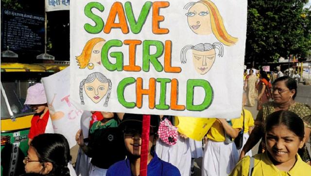 اینکه روزی را بغیر از روز جهانی کودک به دختر بچه ها اختصاص دهند از این روست که مشکلات دختر بچه ها فرا تر از پسران است. گروهی از دشواریها و بی حرمتیها درباره دختران روی می دهد و برای توجه خاص به دختر بچه ها، سازمان ملل 11 اکتبر را بعنوان روز جهانی دختر انتخاب کرده است. البته رژیم ایران تا به امروز این روز را به رسمیت نشناخته و تولد مجعول معصومه قمی را بعنوان روز دختر می شناسد که البته بجز مراسم مذهبی  و جشن احمقانه تکلیف برای دختران 9 ساله چیزی بیش نیست.