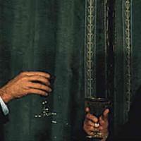 کارتر در حال جشن گرفتن سال نوی مسیحی در تهران و در کتار محمدرضا شاه، در حالی شراب می خورد و از میهمان نوازی شاه لذت می برد، در فکر انتقال قدرت به خمینی است!