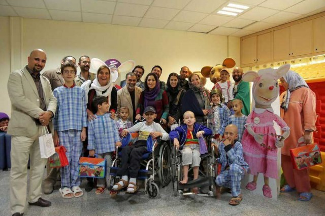 تصویر چند تن از کودکان سرطانی که به همت و یاری پروفسور پروانه وثوق از مرگ رهایی یافتند.