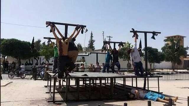 یکی از دهها نمونه آدم کشی داعش که تا کنون دیده شده.