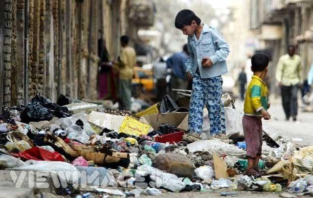 میزان فقر درماندگی از بر]کتلطف و کرامت آخوندهای بیشرافت بیداد می کند و همگانی شده است.
