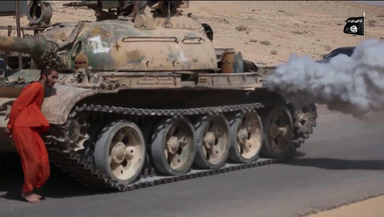 tank-runs-over-prisoner-isis-uncut-video