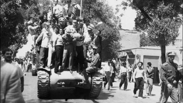 این تصویری است از کودتای ننگین ۲۸ مرداد که طراحی و اجراء شده سی آی آی C.I.A آمریکا بود.