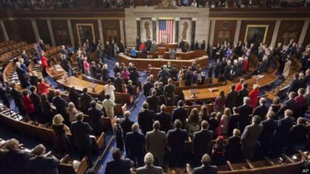 کنگره آمریکا در حال تصویب قانون ضد بشری ویزا برای محدود کردن سفر ایرانیان به آن کشور است.
