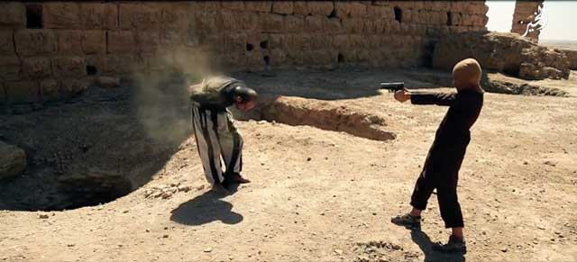daesh-child-soldier-kills-prisoner-with-handgun-palmyra