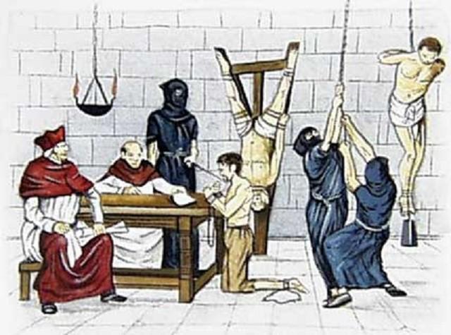 دستها و پاهای او را در گیره های آهنی مخصوصی چنان میفشردند تا استخوانهایش به صدا درمیآمد و میشکست به زیر ناخنهای متهم سوزن فرو میکردند... . وقتی متهم بر اثر شکنجههای فجیع نیمه جان میشد و برای خلاص از شر آن عذابها به هرچه که داوران محاکمه از او میخواستند اعتراف میکرد، تازه او را یک گناهکار پشیمان به حساب میآوردند.و تنها لطف مخصوصی که در حق او میکردند.این بود که قبل از آنکه او را در آتش بیاندازند خفه اش میکردند.» « برعکس،هرگاه اعتراف نمیکرد او را به عنوان مرتدی که از کرده پشیمان نیست زنده زنده میسوزاندند