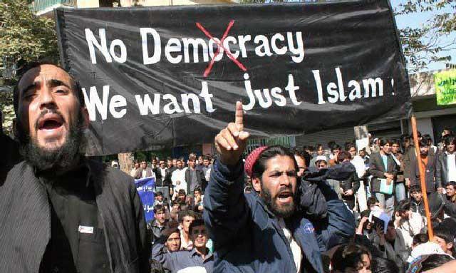 اینها راست می گویند و حرف دلشان را می زنند. زیرا اسلام با آزادی و دموکراسی منافات دارد و کشورهای اسلامی اسیر تفاله های اسلامند.