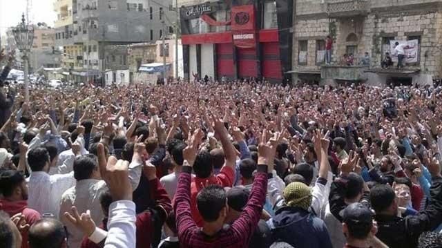 این جا سوریه است. کشوری که در تمامیت و همگی با هم به پاخاسته اند، بیش از ۲۵۰،۰۰ نفر تا کنون کشته دادند، و یک لحظه هم آرام نشدند. این جا مانند ایران مسأله قیام یک شهر و یا دوشهر نیست. بلکه قیام ملی است. قیامی که ما تا کنون نداشته ایم، و بیشتر قیام محلی بوده که به زودی سرکوب شده است. در هرحال، یا ما ملت به پا خیز قیام کننده هستیم تا آخوند را به زباله دانی بیاندازیم، و یا تسلیم و خوار و ذلیل خواهیم بود، و آنان همچنان بر جان، مال، هستی، و حتی ناموس ما تسلط خواهند داشت. مسأله ما مسأله یا مرگ، و یا زندگی است.