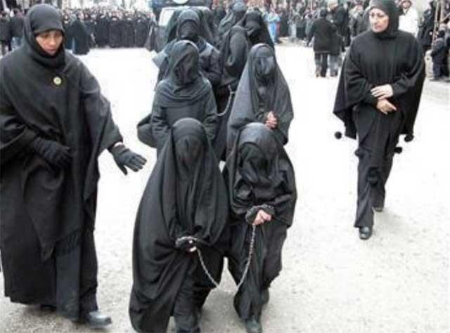 این مقام شامخ زن در اسلام است آنرا ببینید و تماشا کنید. اسلام و رژیم های اسلام زده از زن چه می خواهند؟. آیا سوای کنیزی، بردگی، کلفتی، و به صیغه در آوردن، هدف دیگری دارند؟