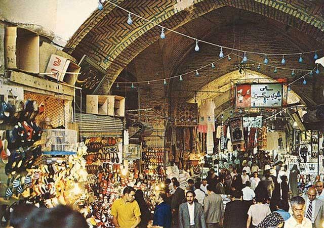 بازار تهران، مرکز فتنه ها، دسیسه ها، زدوبند، آخوندپروری، انقلاب سازی، مرکز تجمع لاتها و بزن بهادرها، و خیانت به کشور.