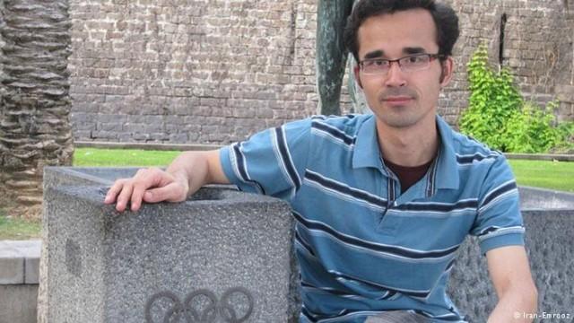 بعدها مشخص شد که نیروهای اطلاعاتی ایران او را مجبور به همکاری درباره برنامه تسلیحات هسته ای ایران کرده اند و بدلیل سرباز زدن از برای همکاری با دولت فاشیستی اسلامی او را بطور غیر قانونی محاکمه و تحت فشار و شکنجه های جسمی و روانی مجبور به اعترافات علیه خودش کرده اند که منجر به 10 سال محکومیت وی شده است.