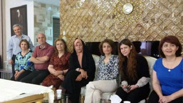 سال گذشته رهبر جمهوری اسلامی هرگونه رابطه و داد و ستد با بهائیان را ممنوع نمود و امسال پس از دیدار فائزه رفسنجانی با یکی از بانوان بهائی که مرخصی از زندان داشت ، جنجالی رسانه ای درست شد گویی که در ایران همه چیز درست است و هیچ بزهکاری و گناهی رخ نمی دهد ، مگر دیدار با یک بهایی!