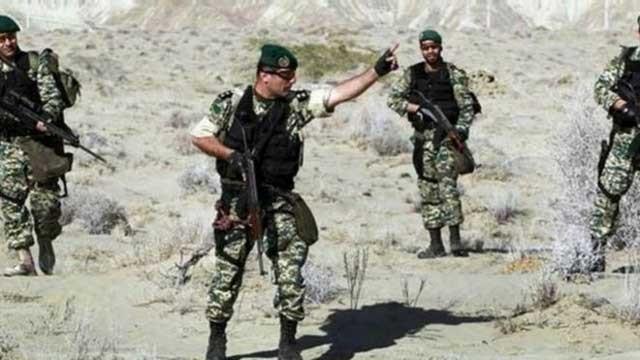 بیروهای ویژه ارتش که به دستور خامنه ای جنایتکار به سوریه اعزام شده اند و ما به زودی شاهد بازگشت پیکرهای آغشته به خون آنان با پیکرهای پاسداران، و جوانان افغان خواهیم بود.