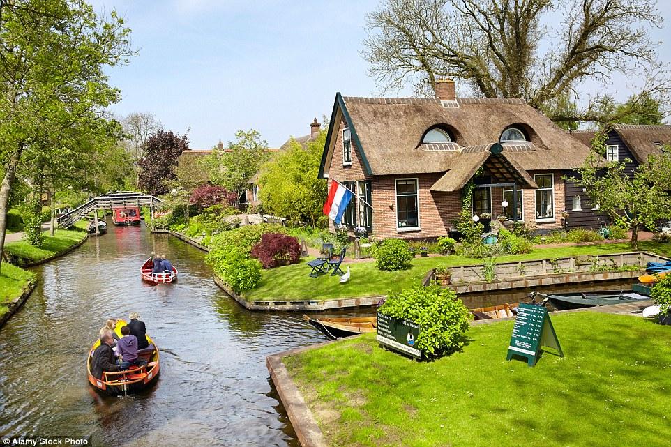 برای آن که ساکنین اطراف کانال های هلند راحت و در امان باشند رفت و آمد بر روی قایق های موتوری بدون .صدا و یا قایق های پاروئی که با پارو زدن به جلو رانده می شود استفاده می کنند.