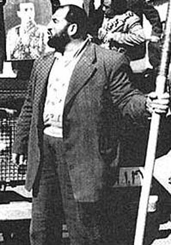 شعبان جعفری، مزدور شاه و دربار کثیف پهلوی. فردی که مزدوری اشرف پهلوی را پذیرفت و کشورمان را به خون و آتش کشانید.