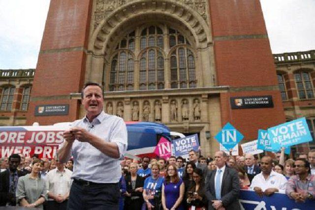 مردم بریتانیا به خروج از اتحادیه اروپایی رأی دادند و نخست وزیر انگلیس استعفا داد. اولین پس لرزه سیاسی ؛ اما کاهش بورسهای جهانی و ارزش یورو و پوند تنها آغاز زلزله اقتصادی را در جهان در بهت فرو رفته است.