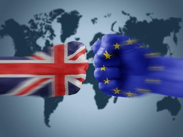 کشور بریتانیا از آغاز یکی از مخالفان بندهای مختلف اتحادیه اروپایی بود. بسیاری از مردم انگلیس هیچگاه خود را در اتحادیه اروپایی ندیدند و بسیاری هم از مهاجرت کارگران دیگر کشورهای برای کار ناراضیند. باید پذیرفت که بسیاری از کشورهای اتحادیه اروپایی مانند یونان و اسپانیا و ایتالیا ، تجربه خوبی از این اتحاد نداشته اند و از طرف دیگر بسیاری از فرصتهای شغلی در کشورهایی مانند آلمان و انگلیس به خطر افتاده است.
