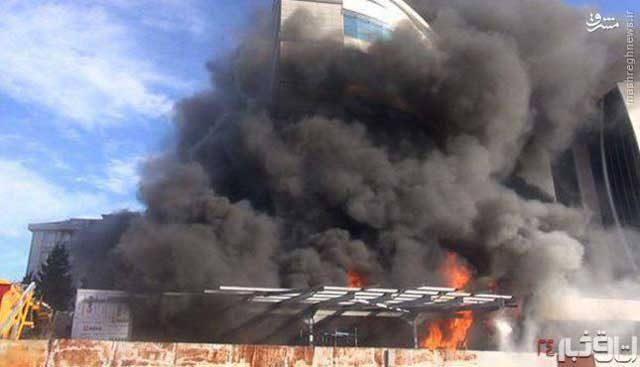 صحنه آتش سوزی و پخش و پار قطٰات بمب در فرودگاه استانبول