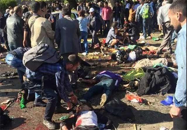 صحنه دلخراشی از قربانیان بمبگذاری سال گذشته در آنکارا