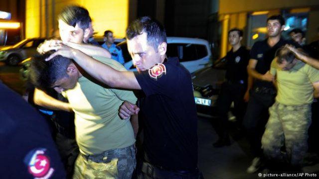 پس از نافرجام ماندن کودتای نظامی در این کشور ، ۸۷۷۷ کارمند دولت از کار برکنار شدهاند. افزون بر این، دستکم ۶۰۰۰ نفر نیز دستگیر شدهاند که در میان آنها بیش از یک صدفرمانده ارشد نظامی به چشم میخورد.
