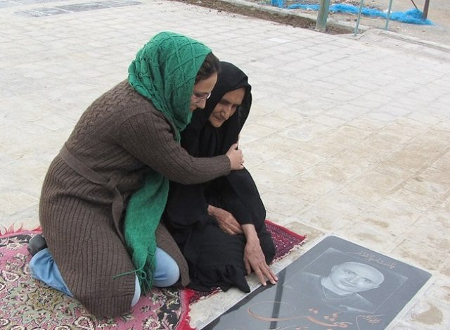 ۵۰روز پس از مرگ ستار، در گزارش محرمانه پزشکی قانون فاش شد:ستار بهشتی براثر ضربه و شوک فیزیکی و متلاشی شدن، بیضهاش کشته شده است. همچنین آثار سوختگی نیز در ناحیه بیضههای وی نیز ثبت شده است. چندی پیش هم رضا حیدرپور، پزشکی که ستار بهشتی را هنگام ورود به زندان معاینه کرده بود، به شش ماه حبس محکوم شد. آقای حیدرپور که حدود سه سال پیش نیز بازداشت شده بود به هنگام ورود ستار بهشتی به زندان آثار ضرب و جرح بر بدن او را