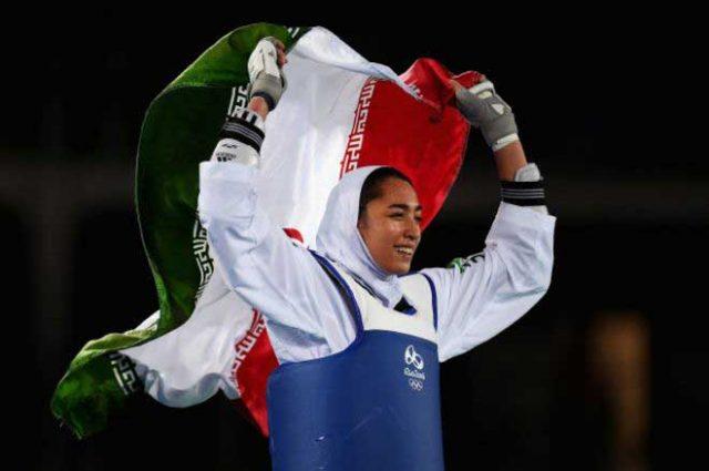 کیمیا علیزاده، با کسب مدال برنز تکواندو در المپیک ۲۰۱۶ ریو اولین زن در تاریخ ایران موجب افتخار هر ایرانی شرافتمند و خار چشم آخوندهای پلشت و هرزه بد زبان و زن ستیز است.
