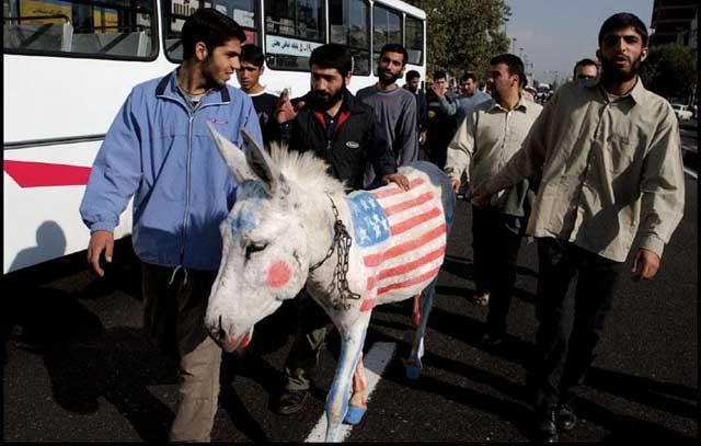 سیاست های ضد آمریکایی رژیم که همواره با آتش زدن پرچم آن کشور و سر دادن شعارهای خجالت آور بر علیه آمریکا همراه است، سبب به فلاکت در آمدن وضعیت اقتصادی ایران و ثروتمند و پیشرفته شدن کشورهای عربی شده است. به راستی انتهای این نمایش مضحک آخوندی کجاست؟
