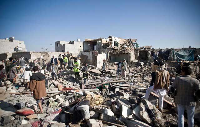این فاجعه حمله نامی عربستان به یمن را نشان می دهد که شهر را بر سر مردم آن خراب کرده ، گروهی را به قتل رسانده و عده ای را بیخانمان نموده است. همزمان و موازی با این جنایت ، ایران نیز در جنایاتی مشترک در ویرانی یمن دست داشته است.