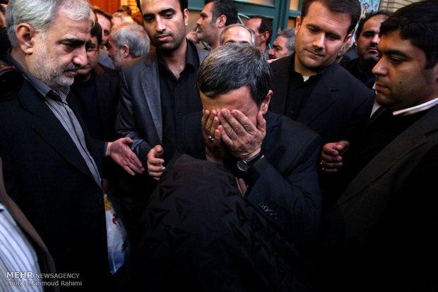 درحالیکه مردم ایران درگیر خرابکاریهای محمود احمدی نژاد و سعید جلیلی با رهبری حکیمانه خامنه ای بودند ، حسن روحانی را در اوج نومیدی انتخاب کردند تا گره کور اقتصاد را به کمک کلید وی باز نمایند. شیخ کلید ساز وعده هایی برای 100 روز داد که پس از نزدیک به چهار سال هنوز به انجام نرسیده اند!