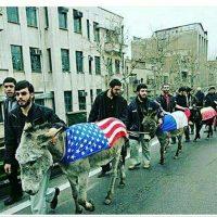 این رفتار زشت و غیر انسانی رژیم جنایتکار ایران نسبت به پرچم آمریکا مورد نفرت و بیزاری هر ایرانی است. ملت ایران در زیر شکنجه و دیکتاتوری رژیم سفاک و آدمکش ولایت فقیه نمی تواند اعتراضی نسبت به هر مسأله انسانی و منطقی داشته باشد.
