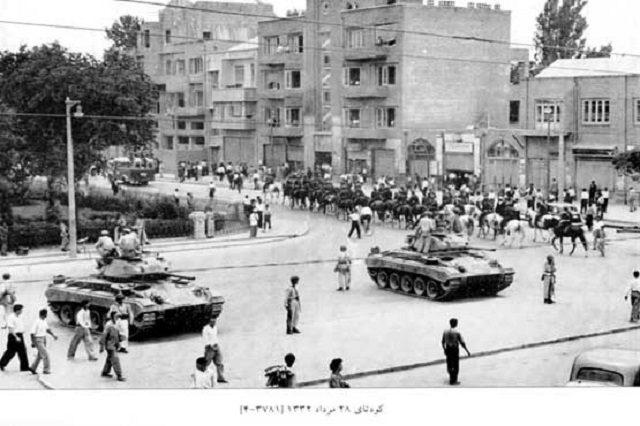 شکست دموکراسی دهه بیست با کودتای 28 مرداد شاید نقطه عطفی در شکل گیری جنبشهای شبه نظامی مانند مجاهدین و فدائیان خلق باشد.
